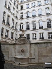 Ancien hôtel de Pourtalès - English: Former fountain in the yard of the 7 rue Tronchet, Paris 8th arr.