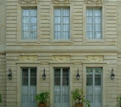 Hôtel de la Vaupalière - Français:   L\'hôtel de La Vaupalière à Paris, vue de la court