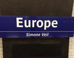 Métropolitain, station Europe - Français:   Sur les quais de la station de métro Europe, le sous-titre Simone Veil a été ajouté en 2018.