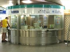 Métropolitain, station Saint-Lazare -  Metro de Paris Guichet a la gare Saint Lazare  Lieu: Paris, France Date: Juin 2006 Auteur:  Pline photo personnelle