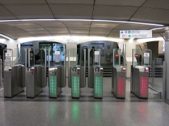 Métropolitain, station Saint-Lazare - English: Turnstiles of the parisian métro during a regular day. Station of Paris-Saint-Lazare (France).