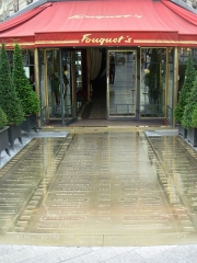 Brasserie restaurant Le Fouquet's - English: Entrance of Fouquet's  at Paris, France.