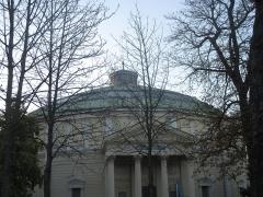 Théâtre Renaud-Barrault - Français:   Portico arrière du Théâtre du Rond-Point (ancien Palais de Glace) donnant sur le Grand Palais, pris de l\'Avenue de Selves, VIIIe arrondissement, Paris, France., pris.