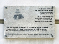 Théâtre Marigny - Français:   Plaque apposée en hommage à Ödön von Horváth par son éditeur Thomas Sessler Verlag sur la façade du Théâtre Marigny (Paris 8e).