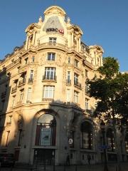 Immeuble, actuellement immeuble du Crédit Commercial de France - Français:   Bâtiment de l\'ancien hôtel Élysée-Palace au 103 avenue des Champs-Élysées (Paris, 8e arrond). Architecte Georges Chedanne (1861-1940).