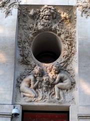 Immeuble, actuellement immeuble du Crédit Commercial de France - Français:   Décor sculpté par François-Léon Sicard (1862-1934) - Bâtiment de l\'ancien hôtel Élysée-Palace au 103 avenue des Champs-Élysées (Paris, 8e arrond). Architecte Georges Chedanne (1861-1940).