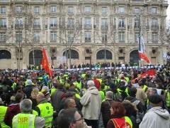Immeuble, actuellement immeuble du Crédit Commercial de France - Français:   Paris, 16 mars 2019. Manifestation des gilets jaunes aux Champs-Élysées.