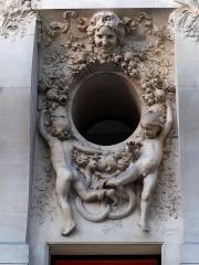 Immeuble, actuellement immeuble du Crédit Commercial de France - Français:   Décor sculpté par Louis Baralis (1862-1940) - Bâtiment de l\'ancien hôtel Élysée-Palace au 103 avenue des Champs-Élysées (Paris, 8e arrond). Architecte Georges Chedanne (1861-1940).