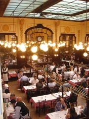 Bouillon Chartier - English: Dining hall at Chartier's