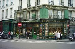 Epicerie fine A la mère de famille -  Rue du Faubourg Montmartre, Paris