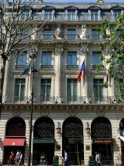 Grand Hôtel - Façade ornée de colonnes et d'atlantes de Jules Cavelier au-dessus de l'ancienne entrée principale du Grand Hôtel de Paris, 15 Boulevard des Capucines, IXe arrondissement, Paris