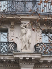 Grand Hôtel - English: Sculptures (Pierre-Jules Cavelier: 1814-1894) on the facade of the Grand Hotel, boulevard des Capucines, Paris 9th arr.