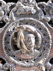 Immeuble - English: Detail of the grid of the left door representing Abelard: 3bis rue d'Athènes, Paris 9th arr.