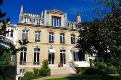Immeuble, ancien hôtel Blémont, actuellement siège de la Société des auteurs et compositeurs dramatiques (SACD) - English: Unidentified location in Paris