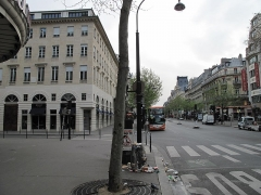 Immeuble - English: The boulevard des Italiens in Paris (France), looking east.