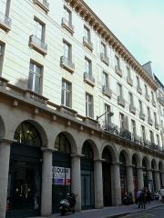 Immeubles, actuellement banque - Français:   Paris 9 - Immeuble 16 à 22 rue de la Chaussée-d\'Antin