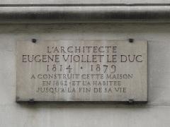 Maison construite par Viollet-le-Duc - English: Plaque on the building built by Viollet-le-Duc and where he lived: 68 rue Condorcet, Paris 9th arrond.