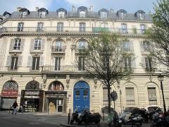 Immeuble - English: Hôtel Halévy, 22 rue de Douai, Paris 9th arr. where Georges Bizet composed the opera Carmen.