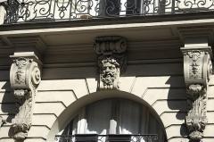 Immeuble - Deutsch: Rue de Douai n° 22 im 9. Arrondissement in Paris (Île-de-France/Frankreich), Maskaron