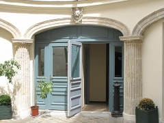 Immeuble - English: Internal door of the hôtel built by the architect Bélanger for his wife, the dancer Mlle Dervieux at the junction of the rue Joubert and rue de la Victoire, Paris 9th arr.