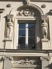 Immeuble - English: Details of the hôtel built by the architect Bélanger for his wife, the dancer Mlle Dervieux at the junction of the rue Joubert and rue de la Victoire, Paris 9th arr.