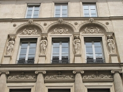 Immeuble - English: Facade of the hôtel built by the architect Bélanger for his wife, the dancer Mlle Dervieux at the junction of the rue Joubert and rue de la Victoire, Paris 9th arr.
