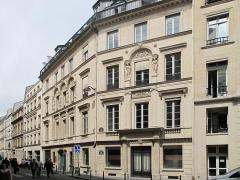 Immeuble - English: Hôtel Dervieux: built by the architect Bélanger for his wife, the dancer Mlle Dervieux at the junction of the rue Joubert and rue de la Victoire, Paris 9th arr.