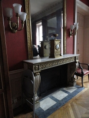 Mairie annexe du neuvième arrondissement - English: Fireplace in the town council meeting room of the town hall of the 9e arrondissement of Paris, dated around 1830, when the mansion was inhabited by the banker Aguado.