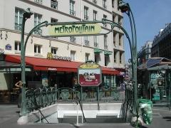 Métropolitain, station Cadet -  Station de métro Cadet (Paris, France). Prise le 21 juin 2003. Domaine Public. .