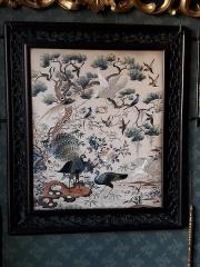 Musée Gustave Moreau - Broderie asiatique représentant des oiseaux dans le boudoir aménagé par Gustave Moreau à la mémoire de sa maîtresse Alexandrine Dureux. Musée Gustave-Moreau, Paris, France.