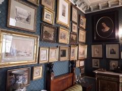 Musée Gustave Moreau - Tableaux dans la chambre à coucher de Gustave Moreau. Musée Gustave-Moreau, Paris, France.