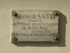 Square d'Orléans (ou Cité des Trois-Frères) - English: Plaque George Sand: 5, Square d'Orléans: Paris 9th arr.