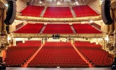 Théâtre Mogador - English: Housing altogether 1600 seats (Orchestra: 787 seats, Boxes: 432 seats, Balcony: 381 seats)