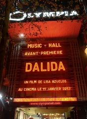 Théâtre de l'Olympia - English: Facade of Olympia During prepremiere of biopic Dalida, the first time in history that venue was used for projection.