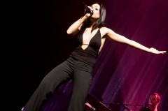 Théâtre de l'Olympia - English: French singer Natasha St-Pier singing at l'Olympia, in Paris, during her 2006/2007 tour.