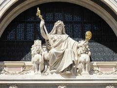 Comptoir National d'Escompte  , actuellement Banque Nationale de Paris - English: Statue of the bank on the facade of the head offices of the former bank CNEP, now BNP-Paribas, 14-20 rue Bergère, Paris 9th arr.