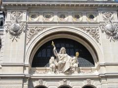 Comptoir National d'Escompte  , actuellement Banque Nationale de Paris - English: Detail of the facade of the head offices of the former bank CNEP, now BNP-Paribas, 14-20 rue Bergère, Paris 9th arr.