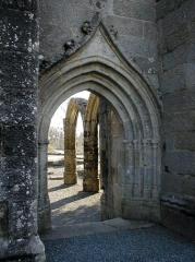 Restes de l'église Notre-Dame de Botmel - Brezhoneg: Kallag 22. Botmael. Porched. bolzioù