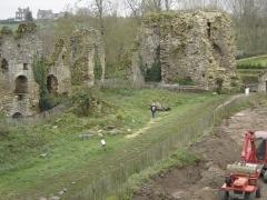 Restes du château du Guildo -  photo du château du Guildo où château de Gilles de Bretagne prise un jour de promenade ... elle est vraiment pas géniale mais je n'en ai pas d'autre  bref à remplacer par plus jolie ou et globale du site