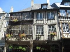 Maison - עברית: בית עץ בדינאן