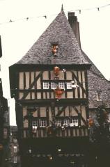 Maison dite de la Mère Pourcel -  Cotes-D Armor Dinan Place Merciers