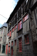 Maison - This building is indexed in the Base Mérimée, a database of architectural heritage maintained by the French Ministry of Culture,under the reference IA22001373 .