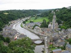 Vieux pont - English: Dinan (France, Britanny)) Rance river and old bridge