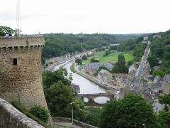 Vieux pont - English: Dinan (France, Britanny ): tower, Rance river and old bridge