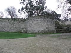 Remparts, tours et portes de la ville - La Tour Saint-Julien de l'enceinte fortifiée de Dinan (22).