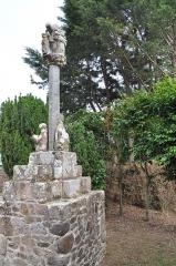 Croix de calvaire - English: Calvaire de la rue Louais (Saint-Quay-Portrieux, Brittany)