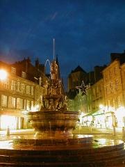 Fontaine dite la Pompe, ou fontaine la Plomée - Brezhoneg: Gwengamp. Plommée. Nedeleg. 2006
