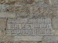 Eglise Saint-Jean - Français:   Inscription sur le mur sud du transept (inscription à gauche)