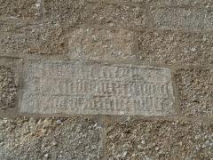 Eglise Saint-Jean - Français:   Inscription sur le mur à gauche du porche occidental
