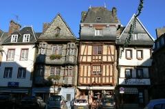 Maison du 16e siècle, dite Maison du Chapelier - Français:   Maisons à colombages